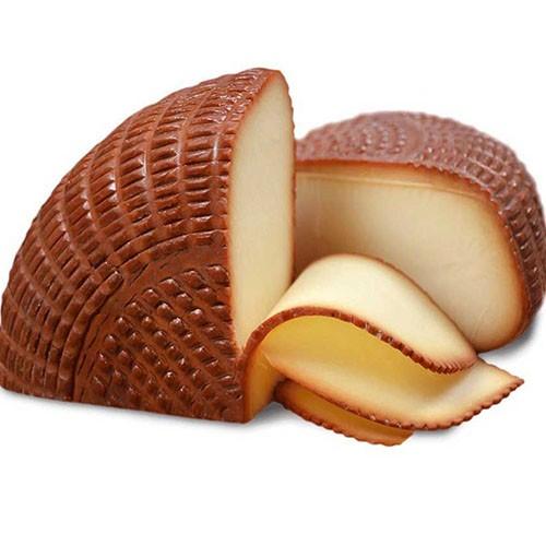 <p>Yöresel ürünlerde zirvedeki lezzetlerden biri de isli çerkez peyniridir. Odun fırınlarında odun ateşinin ısısıyla tütsülenmiş ve nefis bir koku kazanmış bu peynir; ister sade olarak, ister tereyağında kızartılarak tüketilebilmektedir.</p>
